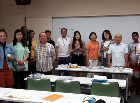 9月30日は8人の参加。新しい先生2人が加わり熱心に日本語を学びました。