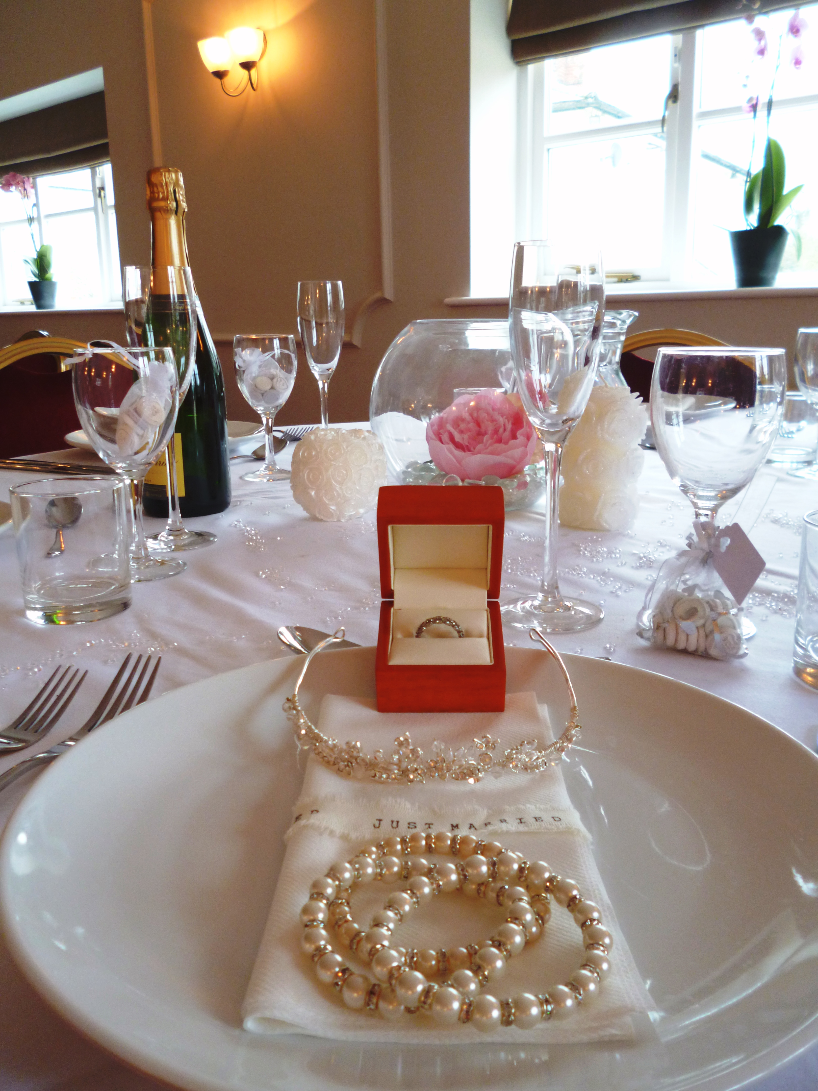 bride table setting.JPG
