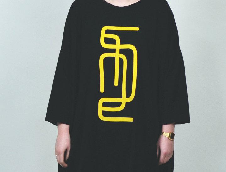 Dress oversize sleeves