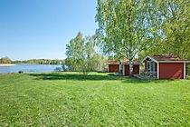 Idrottsgården_stugorna_mot_sjön.jpg