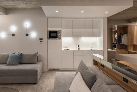 B2 Suite