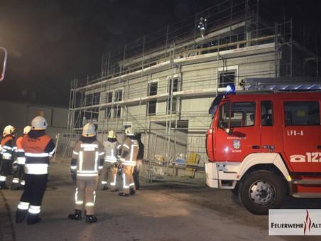 F3 - Möslestraße; Fassadenbrand durch Feuerwerk