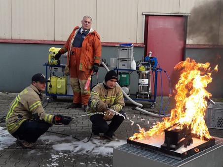 Effektive Brandbekämpfung mit Schaum