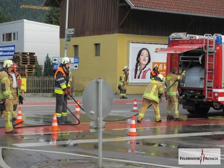 F2 - Bauern L203 - Rheinstraße Höhe GH - Schwert; Treibstoff / Ölaustritt nach Verkehrsunfall