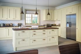 Oakgrain Cream Shaker Kitchen.jpg