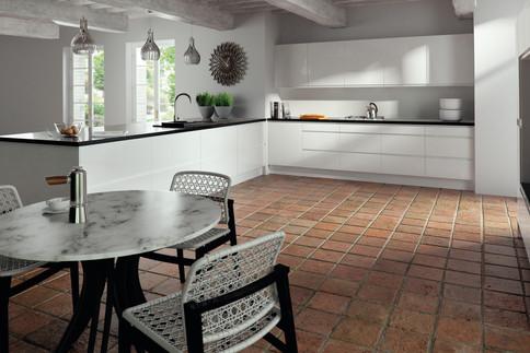 Lacarre Gloss White Kitchen.jpg