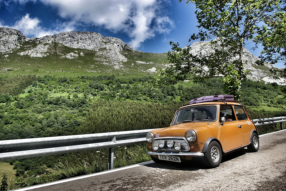 Orange Mini classic, 998cc with minilites