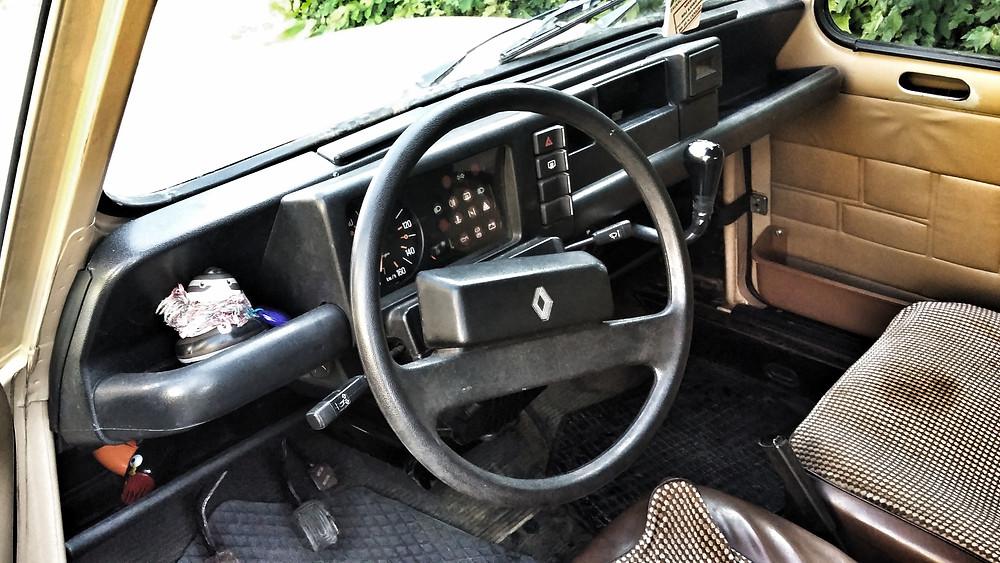 Renault 4 interior