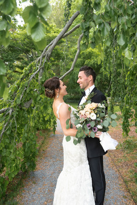 FLORALS BY: Angelic Affairs  PHOTO BY:   Kara Consigli Photography  VENUE:   Blithewold Mansion   Warren, RI