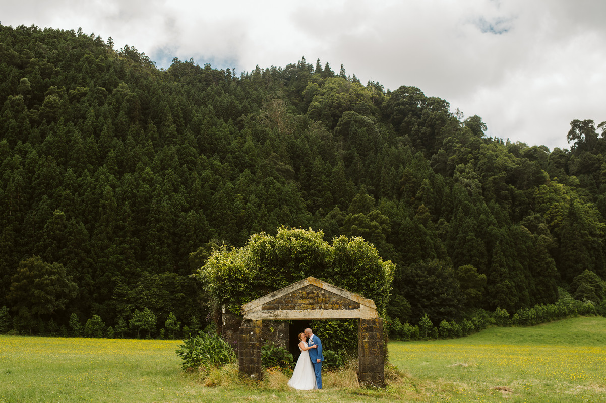 Andrea + John   FLORALS + DECOR + OFFICIATING + PLANNING + COORDINATION Destination Azores  PHOTO Vitor Gordo Photography  SITE Lagoa das Furnas @ Furnas   THEME Romantic Azorean Elopement  COLOR SCHEME White, coral pink, blush pink, peach, green, blue