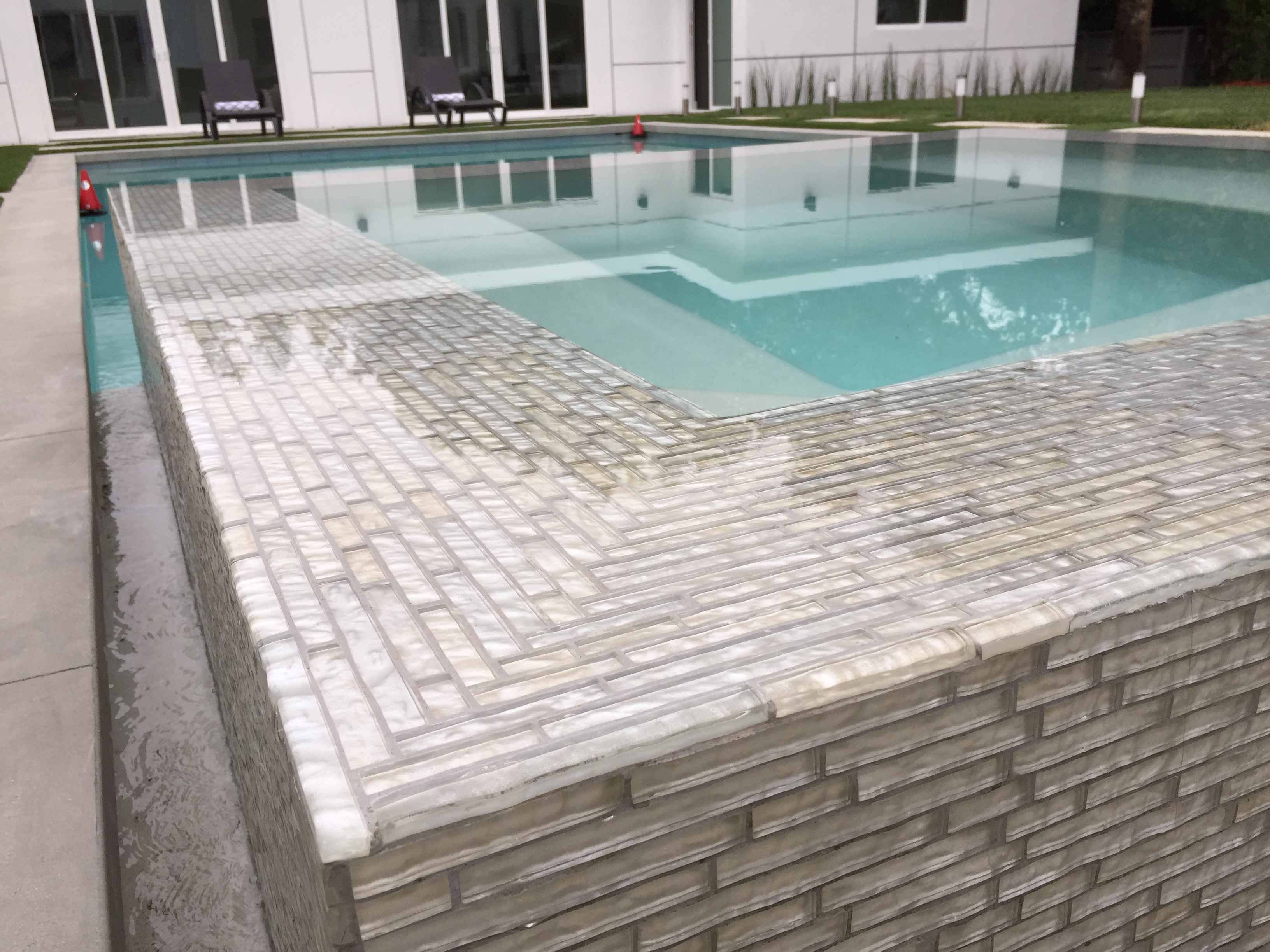 Modern Tiled Spa and Pool Edge