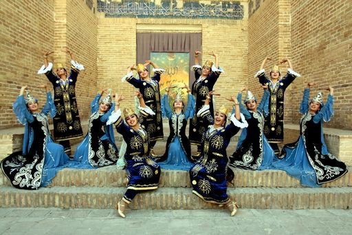 Bukhorcha_dance_group_1.jpg
