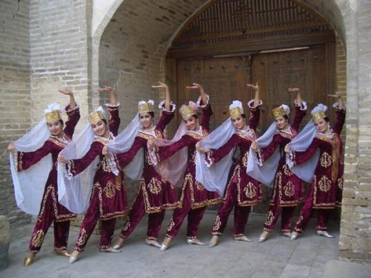 Bukhorcha_dance_group_(36).JPG