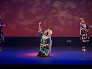 ウズベクダンスの衣装や表現について。