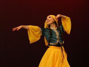 アゼルバイジャンのダンス  テレケメ