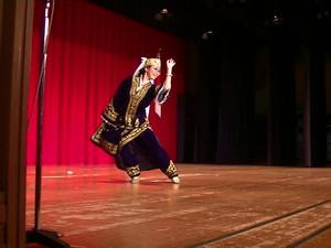 日本人のウズベクダンス