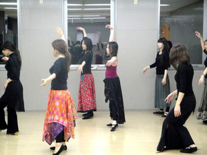 大阪でウズベクダンス!