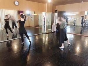 ウズベク人にウズベクダンスを教えました