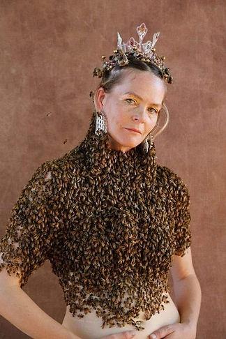 abeilles_sur_corps.jpg