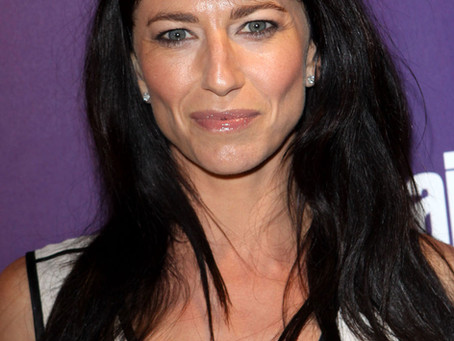 Episode 94: Claudia Black - How can you deal with trauma? What's the importance of pineapple?