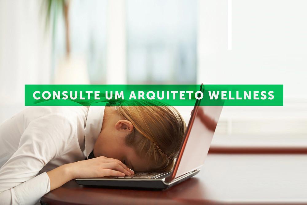 Mulher cansada em HomeOffice
