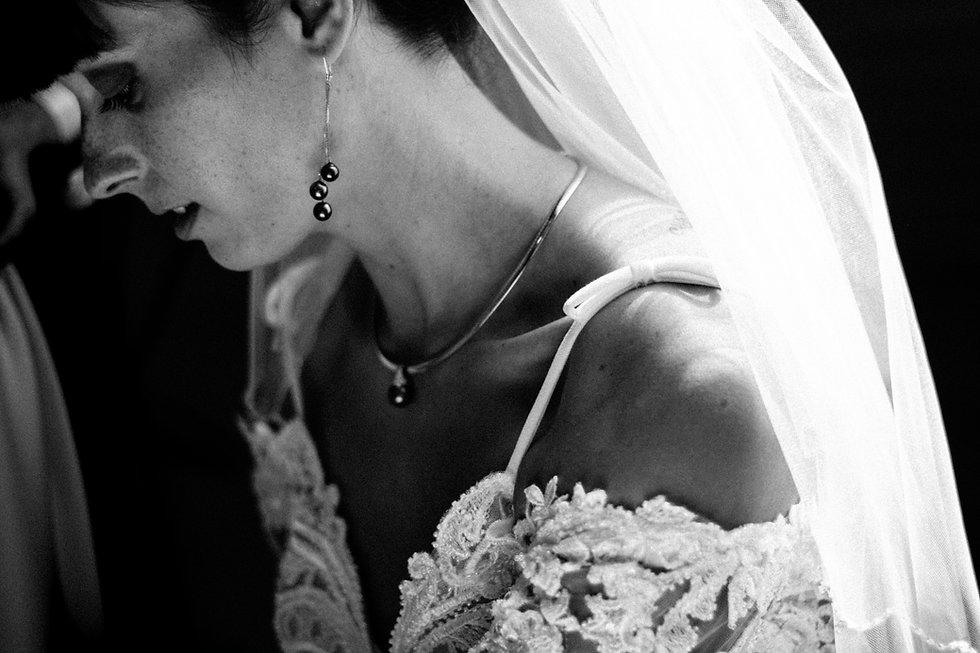 Portrait de la mariée pendant les préparatifs le matin du mariage | Photographe de mariage Luxembourg Belgique Lorraine | Manon Douard Photographie