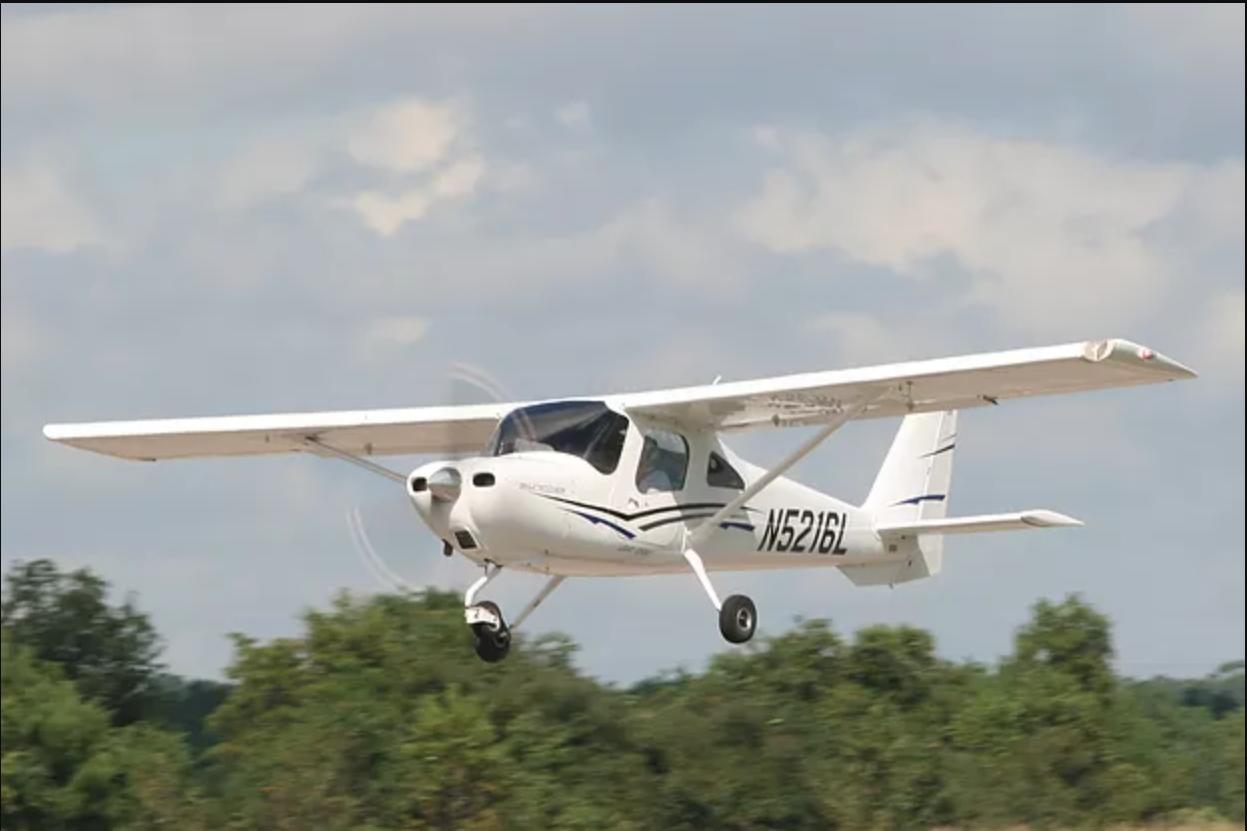 Cessna 162 Skycatcher - N5216L