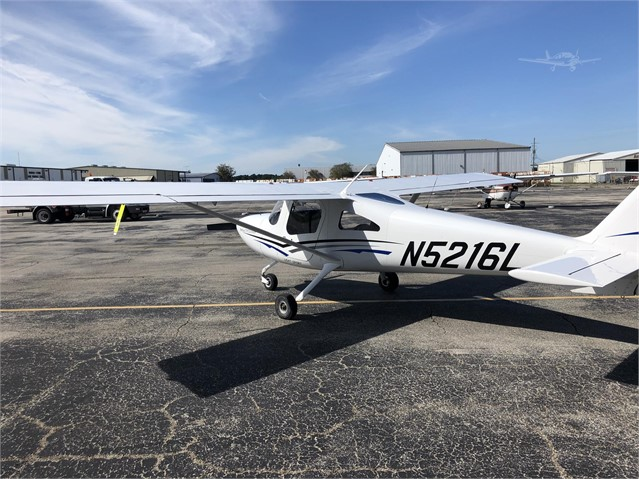 Cessna 162 Skycather - N5216L