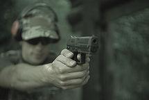 Pistolet. Broń krótka. Strzelanie.