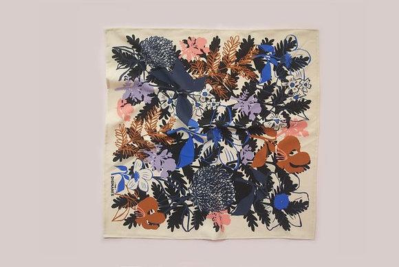 Pañuelo Flower Crema 50x50