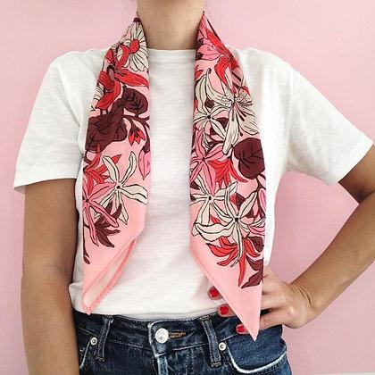 Pañuelo Flores Rosado 70X70