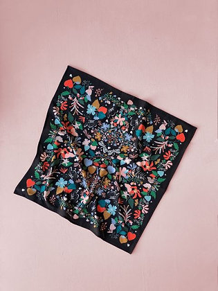 Pañuelo Corazón negro 90x90