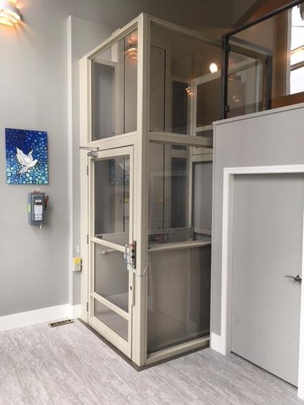 Commercial V1504 Vertical Lift