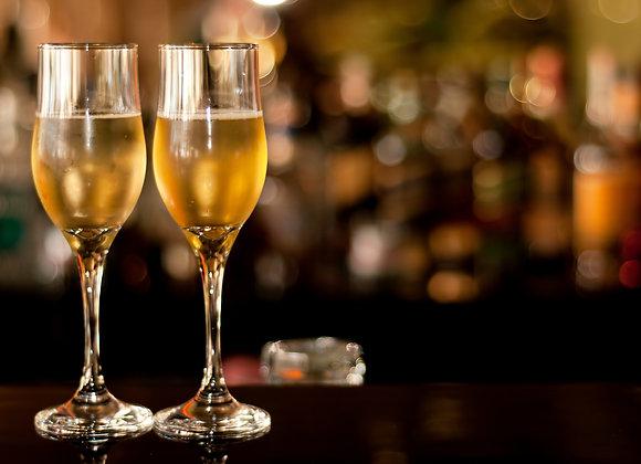 שני כוסות שמפנייה