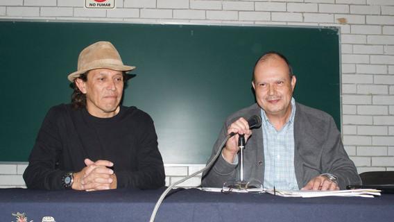 Mtro. Ricardo Cabrera presentando al Dr. Raúl Aranda.