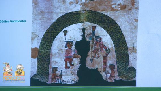 Explicación del Códice de Huamatla, donde aparece la pareja creadora de los Otonianos dentro una cueva.