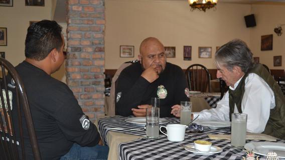 Mtro. Osvaldo Murillo, Dr. Arturo Montero y el Dr. Tim Tucker, en un break.