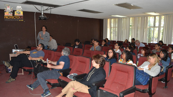 Público de la primera sesión, primera fila conferencias arqueólogo (izq.) David Jesús, centro y (der.) Dra. Margarita Loera