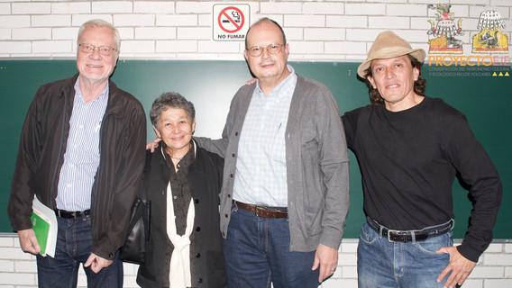 Dr. Stanislaw Iwaniszewski, Mtro. Ricardo Cabrera, Dra. Beatríz Albores y Dr. Raúl Aranda. Foto para la memoria del Seminario.
