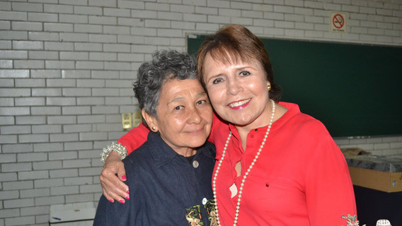 La Dra. Margarita Loera Chávez y Peniche con la Dra. Beatriz Albores, invita especial de este seminario.