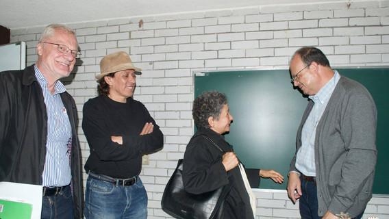Dr. Stanislaw Iwaniszewski, Mtro. Ricardo Cabrera, Dra. Beatriz Albores y Dr. Raúl Aranda, intercambiando puntos de vista.