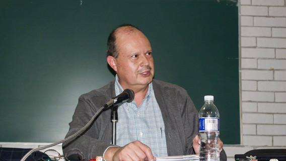 Dr. Raúl Aranda compartiendo su experiencia de campo y su modelo hipotético deductivo a través de la corriente teórica del Materialismo Histórico de los años setentas.