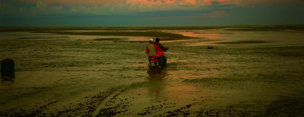 Moto sur la rivière