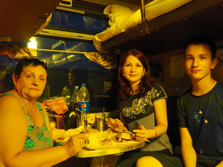 Une babouchka, sa fille et son petit-fils