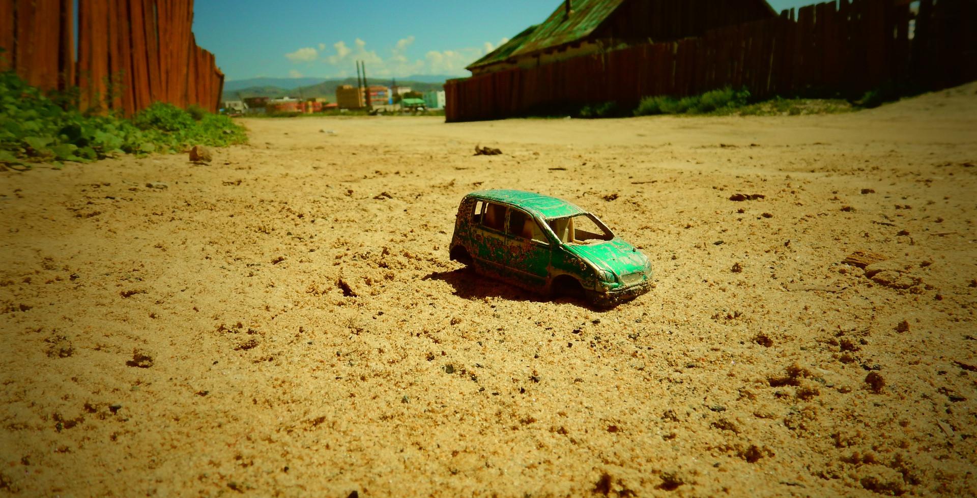 Voiture dans le désert de Gobi