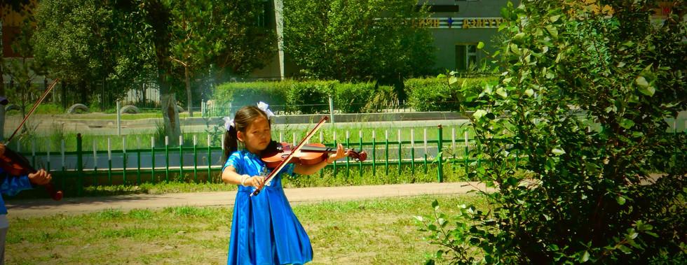 Violoniste, Bayankhongor