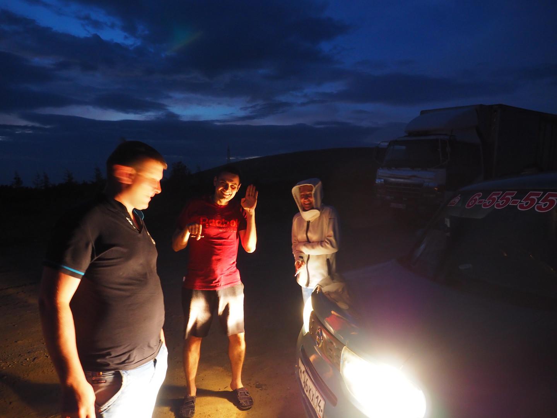 Dans la nuit, sur la route