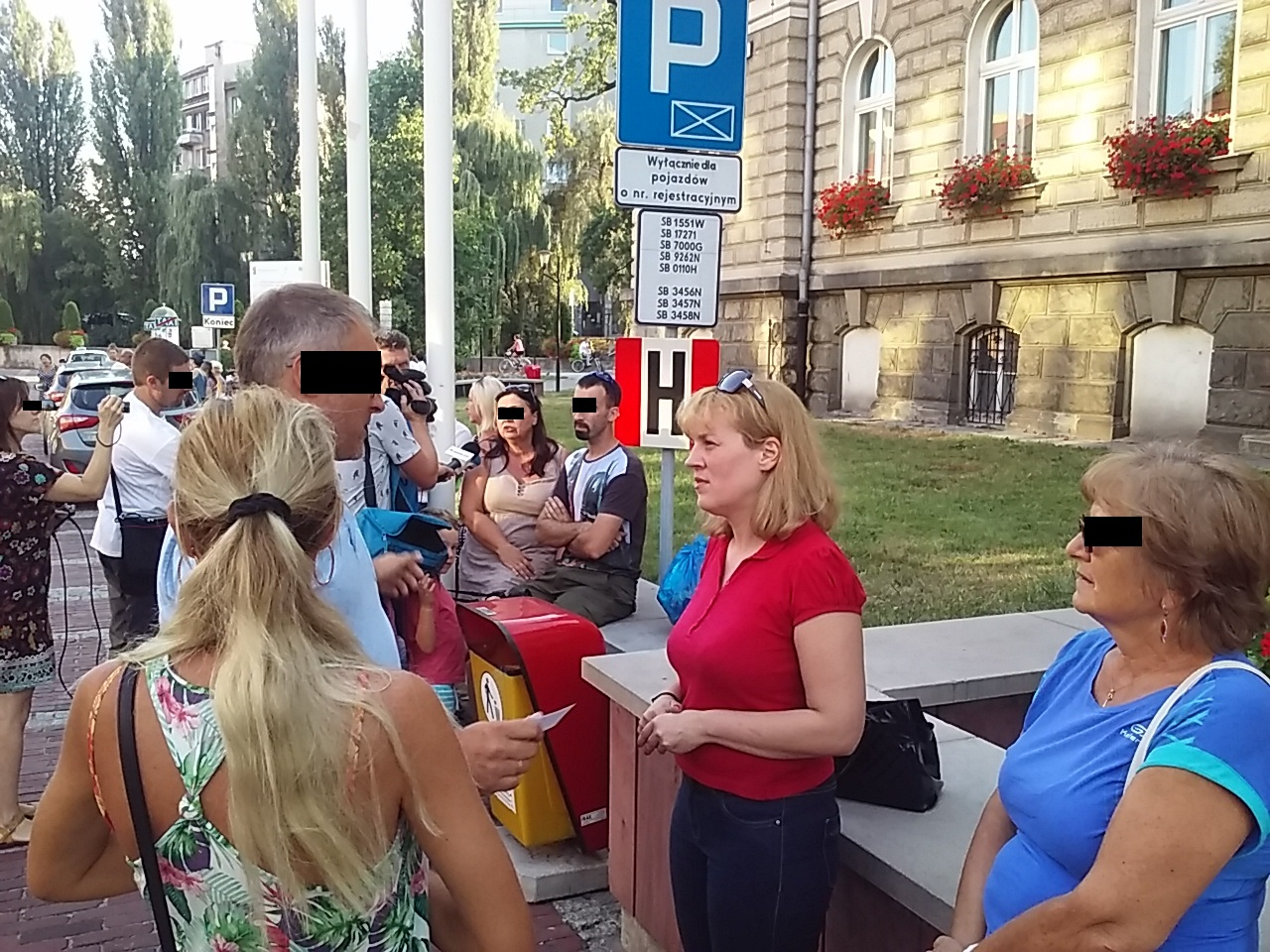 Pikieta pod UM ws. śmieci