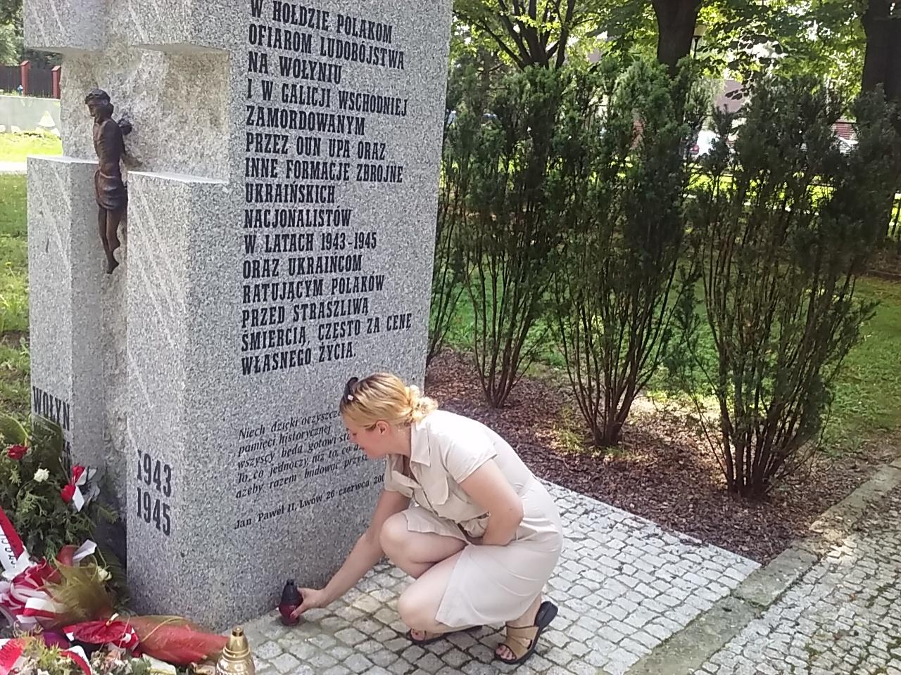 Pod Pomnikiem Ofiar Wołynia