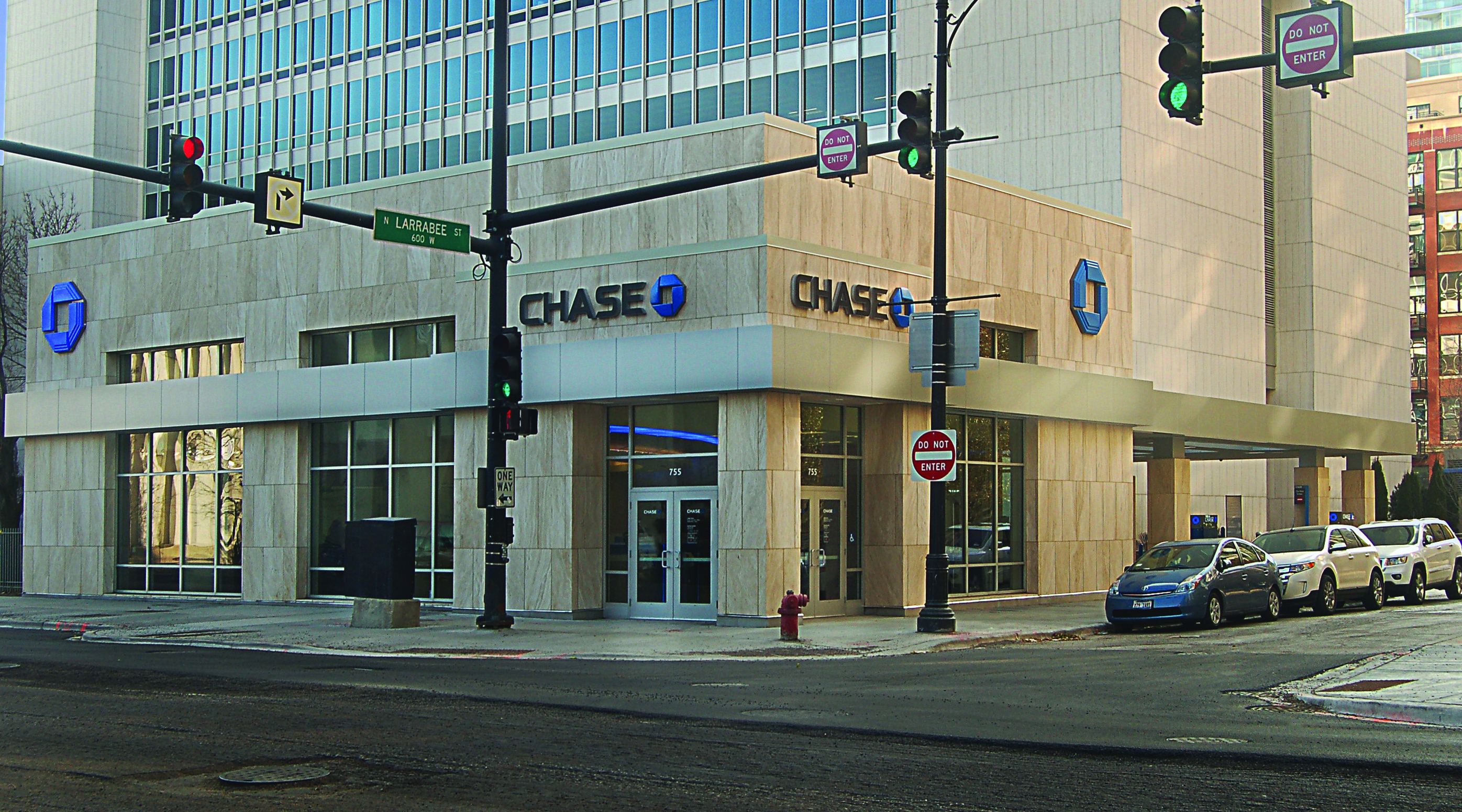 Larrabee & Chicago Branch